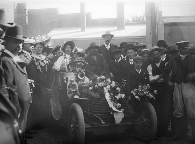 FLORENCE THOMSON ARRIVING AT THE FINISH LINE OF THE RELIABILITY TRIAL FROM SYDNEY TO MELBOURNE. Image courtesy of the State Library of Victoria. http://handle.slv.vic.gov.au/10381/43094