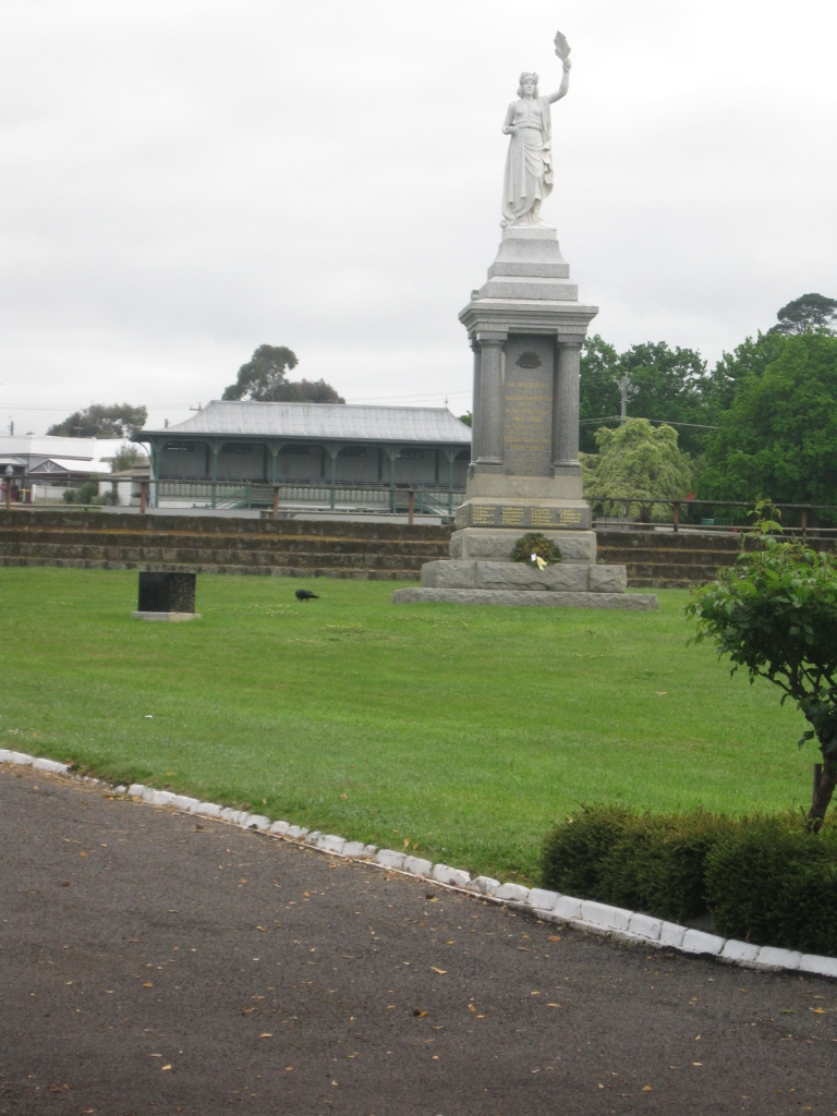 WAR MEMORIAL AT MELVILLE OVAL, HAMILTON