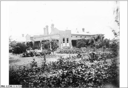 MURRAY DOWNS HOMESTEAD.  Image Courtesy of State Library of South Australia.  Image no.  PRG 1258/2/1721 http://images.slsa.sa.gov.au/godson/2/01750/PRG1258_2_1721.htm