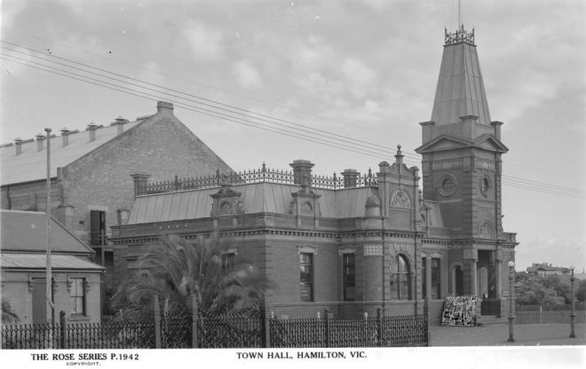 FORMER FACADE OF THE HAMILTON TOWN HALL, BROWN STREET.  Image courtesy of the State Library of Victoria.  Image no.  H32492/2740 http://handle.slv.vic.gov.au/10381/63929