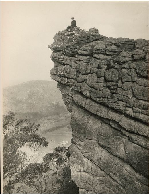THE PINNACLE, HALLS GAP.  Image courtesy of the State Library of Victoria.  Image no. H84.461/488 http://handle.slv.vic.gov.au/10381/51930