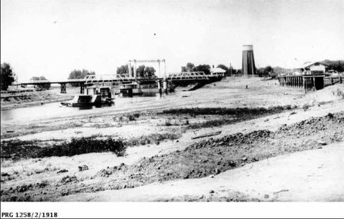 MURRAY RIVER AT SWAN HILL DURING DROUGHT OF 1914. Image Courtesy of State Library of South Australia. http://images.slsa.sa.gov.au/godson/2/02000/PRG1258_2_1918.htm