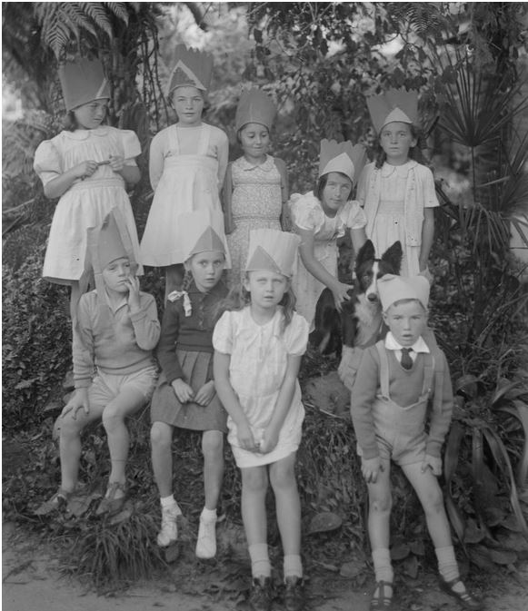 Image courtesy of the Lindsay G. Cumming Collection, State Library of Victoria.  Image no. H2005.88/353 http://handle.slv.vic.gov.au/10381/26100
