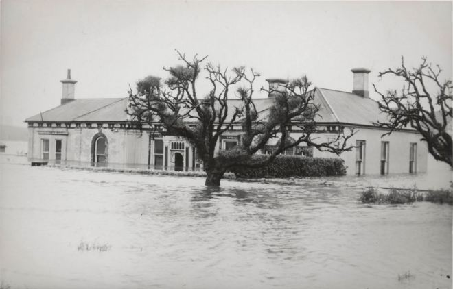 M.COX'S HOUSE SPRING GARDENS WARRNAMBOOL ca 1946. Image courtesy of the State Library of Victoria. http://handle.slv.vic.gov.au/10381/107848