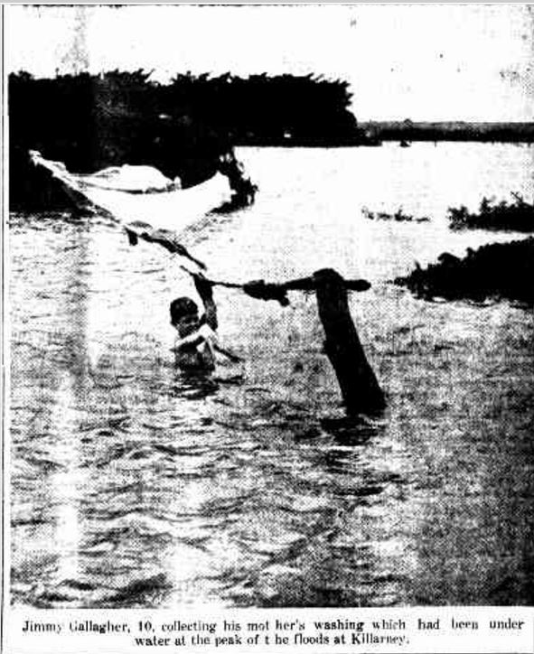 """""""WESTERN DISTRICTS OF VICTORIA FLOODED."""" Daily Advertiser (Wagga Wagga, NSW : 1911 - 1954) 21 March 1946: 1. ."""